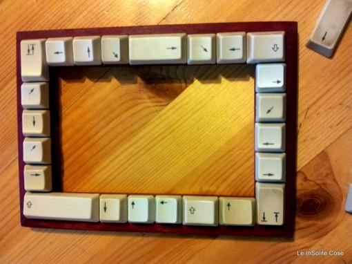 cornice fatta con i simboli della tastiera