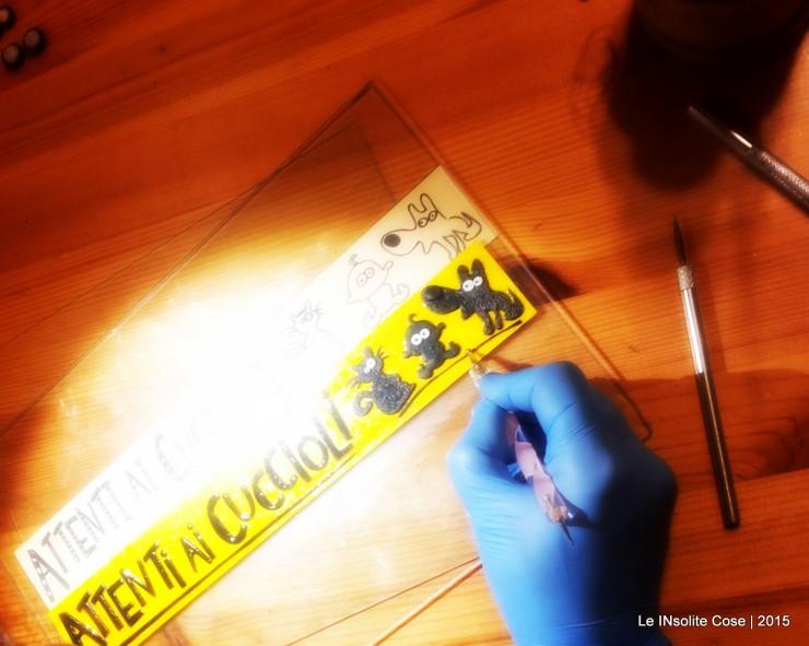 Making of Tavoletta con scritta e disegni personalizzati - Attenti ai cuccioli - Le INsolite Cose 2015 (1)