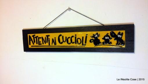 Quadretto con scritta e decorazioni personalizzate – Attenti ai cuccioli