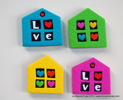 Magnete a Casetta con Cuori e Scritta LOVE