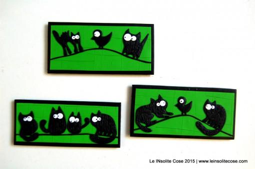 Calamite con Gatti Neri Stilizzati – Sfondo Verde