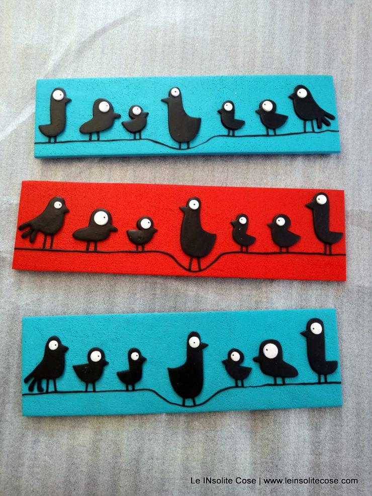Calamite artigianali uccellini neri su un filo. Divertenti e ironiche.
