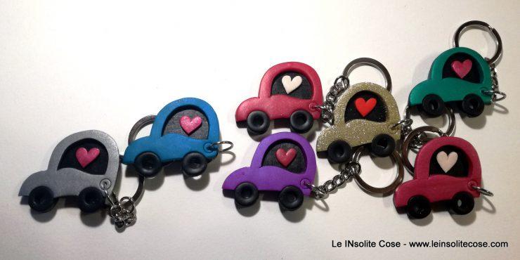 Portachiavi automobiline con effetto metallizzato e cuore.
