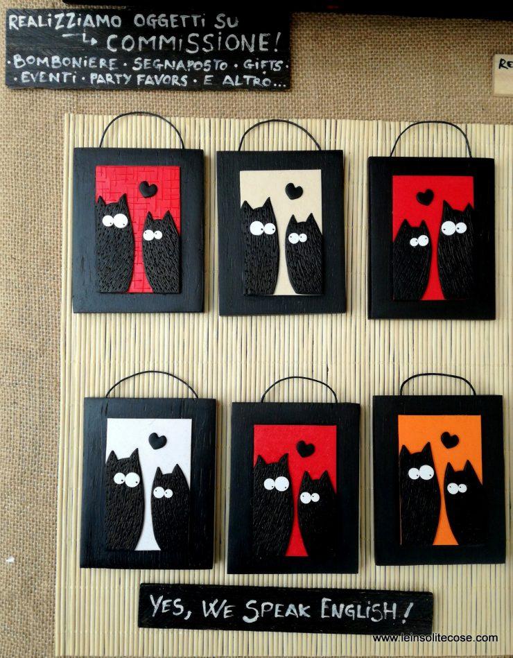 Tanti oggetti a tema gatto nero