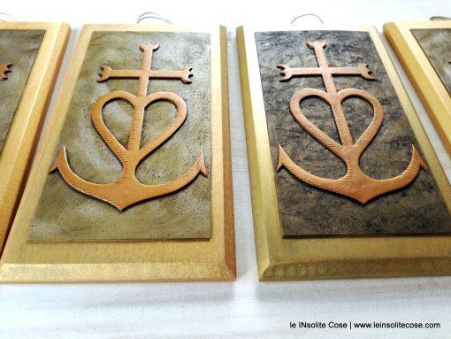 Croce della Camargue: Tavolette e Calamite personalizzate per un Matrimonio